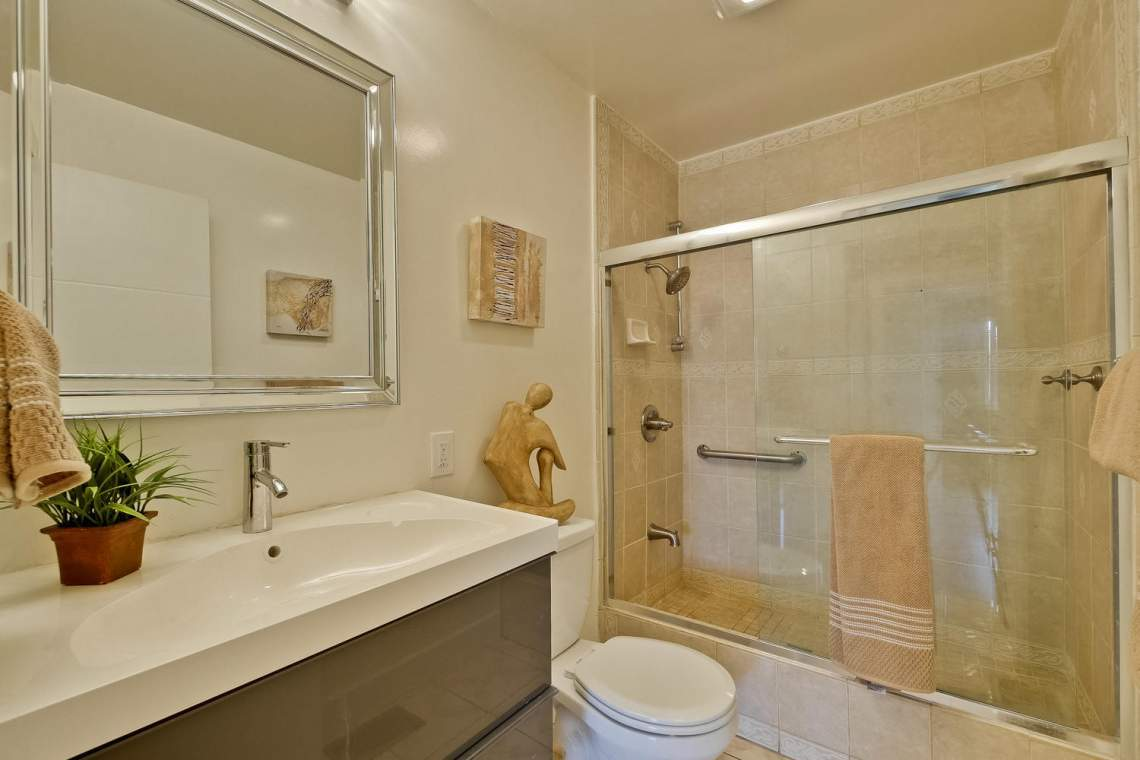 1130 Windermere Avenue Menlo-large-034-26-Bathroom-1500x1000-72dpi