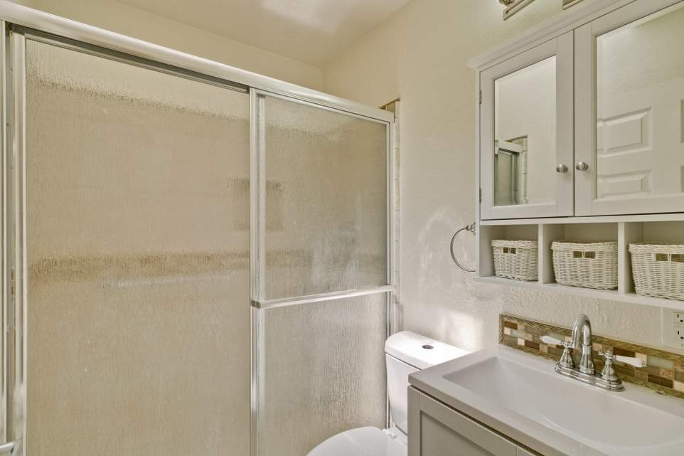220-Village-Way-South-San-large-029-9-Bathroom-1500x1000-72dpi