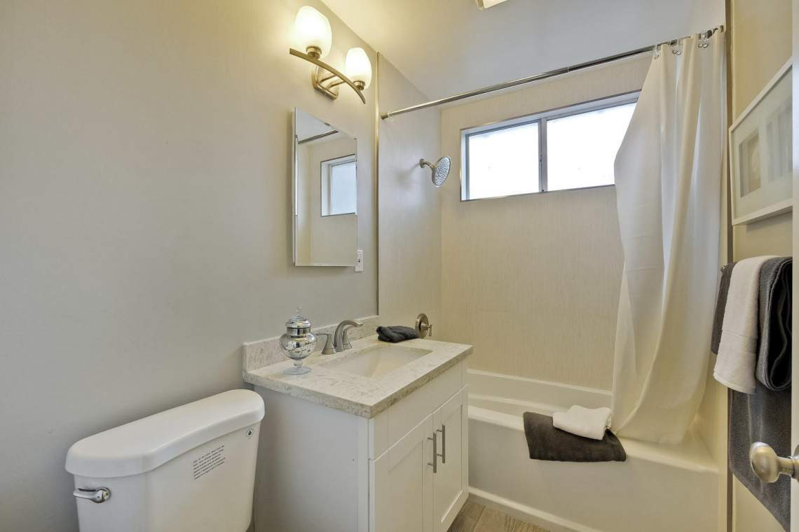 352 Azalia Drive East Palo-large-028-5-Bathroom-1500x1000-72dpi