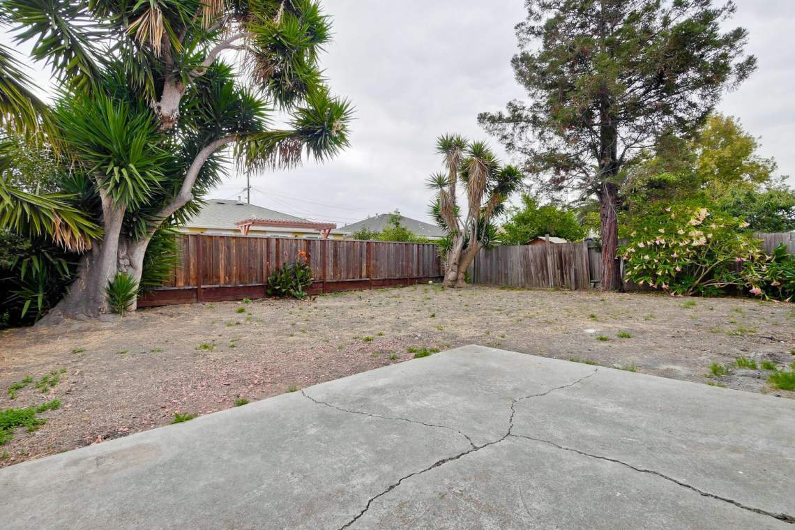 352 Azalia Drive East Palo-large-030-3-Backyard-1500x1000-72dpi