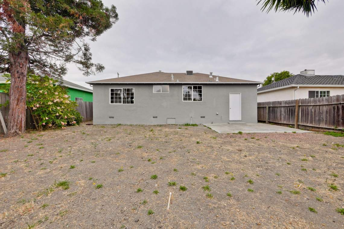 352 Azalia Drive East Palo-large-034-2-Backyard-1500x1000-72dpi
