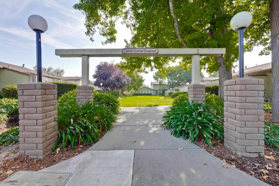 4686 Balboa Way Fremont CA-large-039-14-Cabrillo Gardens Townhomes-1500x1000-72dpi