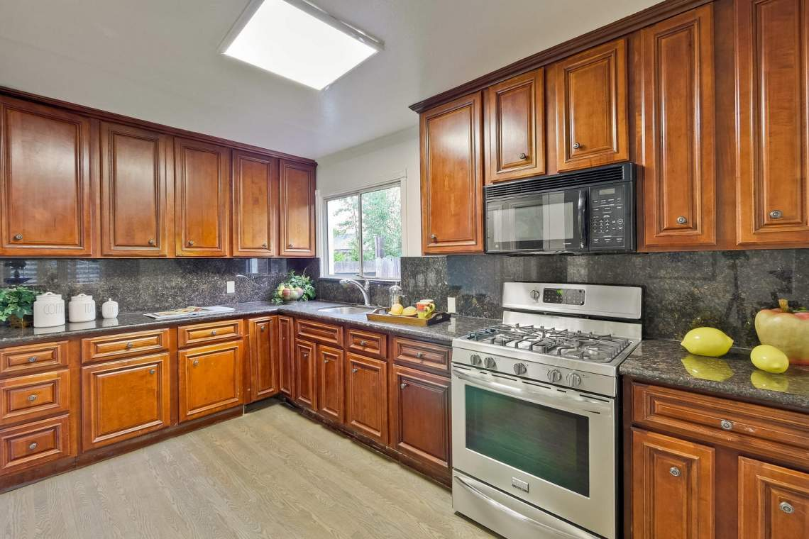 475 Bell Street East Palo Alto-large-026-65-Kitchen-1500x1000-72dpi